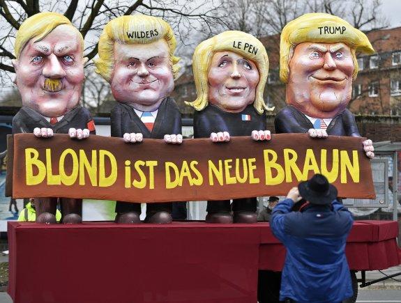 """Scanpix""/AP nuotr./Adolfo Hitlerio, Geerto Wilderso, Marine Le Pen ir Donaldo Trumpo karikatūros karnavale Vokietijoje"