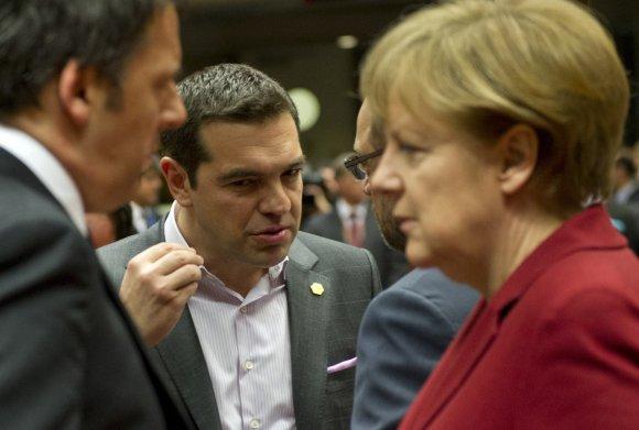 """AFP/""""Scanpix"""" nuotr./Graikijos premjeras Aleksis Cipras susitinka su Vokietijos kanclere Angela Merkel."""