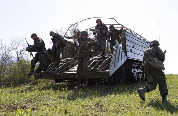 """""""Reuters""""/""""Scanpix"""" nuotr./Ukrainos separatistų karinės pratybos netoli Luhansko"""