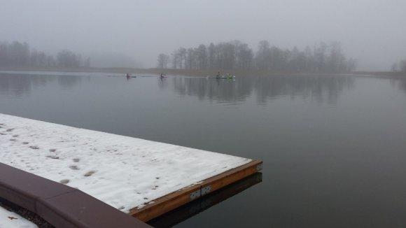 R.Petrukaneco nuotr./Baidarių ir kanojų treniruotės vyksta Galvės ežere.