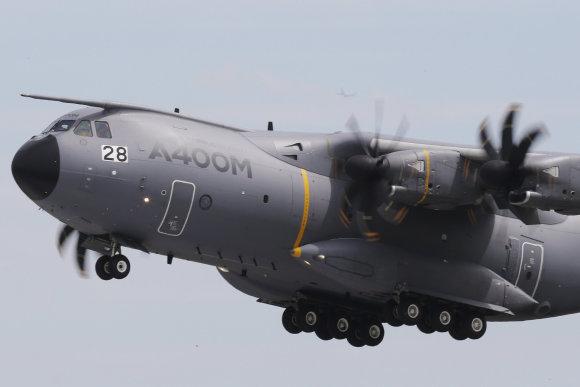 """Reuters""/""Scanpix"" nuotr./Krovininis karinis lėktuvas A400 M"