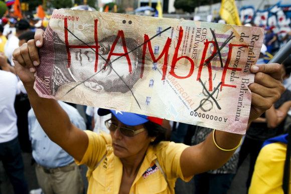 """""""Reuters""""/""""Scanpix"""" nuotr./Protestas prieš vyriausybės politiką Venesuelos sostinėje Karakase"""
