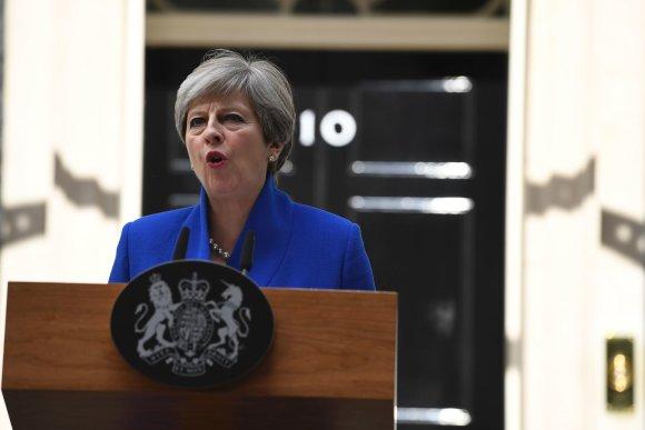 """AFP/""""Scanpix"""" nuotr./Theresa May paskelbė, kad formuos naują vyriausybę"""