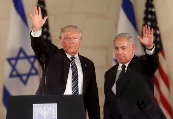 AFP PHOTO/Donaldas Trumpas ir Benjaminas Netanyahu