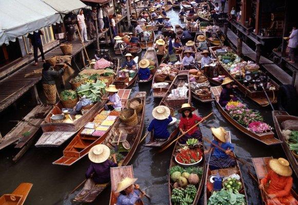 Tailando turgus ant plaustų