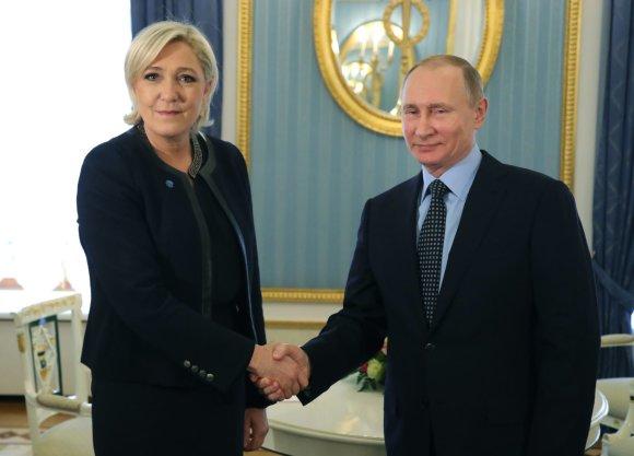 """""""Scanpix""""/AP nuotr./Marine Le Pen ir Vladimiras Putinas Kremliuje"""