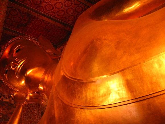 Godos Juocevičiūtės nuotr./Didžiausia Tailande Gulinčiojo Budos statula – Wat Pho šventykloje