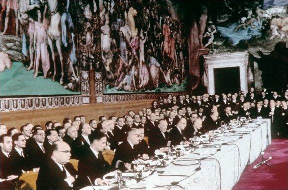 """AFP/""""Scanpix"""" nuotr./Romos sutarties pasirašymas 1957 metais"""