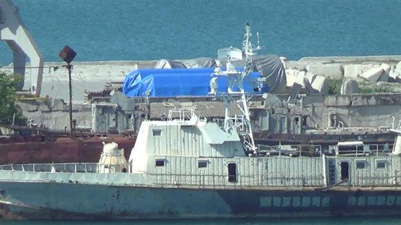 """""""Reuters""""/""""Scanpix"""" nuotr./""""Reuters"""" užfiksavo greičiausiai """"Siemens"""" dujų turbinas Feodosijos uoste Kryme"""