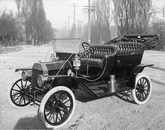 wikimedia org nuotr./Henry Fordas galutinai įtvirtino dešiniapusio judėjimo taisyklę Amerikoje.