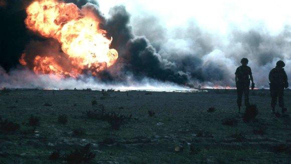Wikipedia.org nuotr./Degantys Kuveito naftos gręžiniai po Irako kariuomenės pasitraukimo