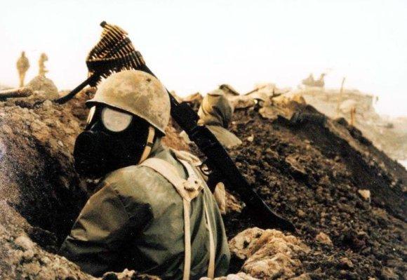 Wikipedia.org nuotr./Irano karys su dujokauke per Irano ir Irako karą