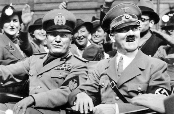Vokietijos Bundesarchyvo/Wikimedia.org nuotr./Benito Mussolini ir Adolfas Hitleris (1938 m. rugsėjo 28 d.)