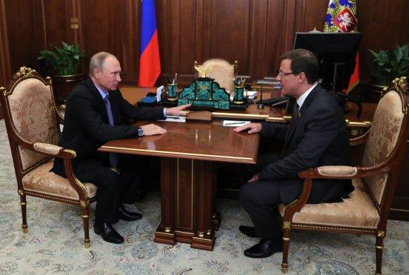 """""""Sputnik""""/""""Scanpix"""" nuotr./Vladimiras Putinas ir Dmitrijus Azarovas"""