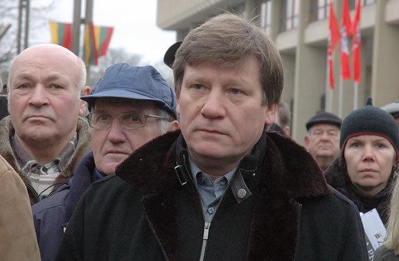 Andriaus Vaitkevičiaus/15min.lt nuotr./Vitas Tomkus prie Seimo