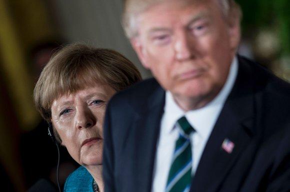 """AFP/""""Scanpix"""" nuotr./A.Merkel ir D.Trumpo susitikimas Baltuosiuose rūmuose"""