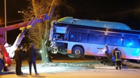 Nojaus nuotr. /Klaipėdoje nuo kelio nuvažiavo autobusas.