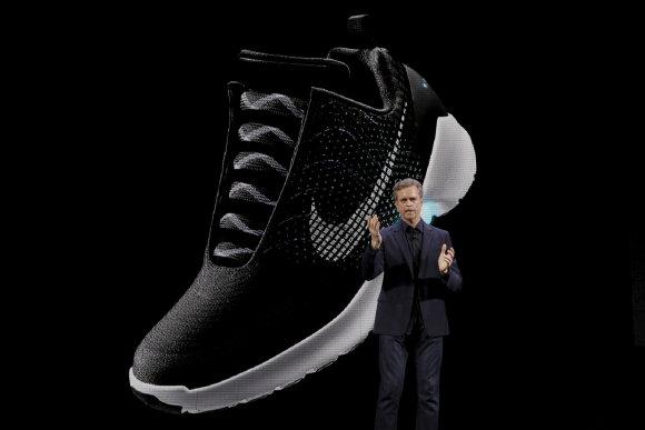 """""""Reuters""""/""""Scanpix"""" nuotr./Išmanūs batai """"Nike"""" HYPERADAPT"""