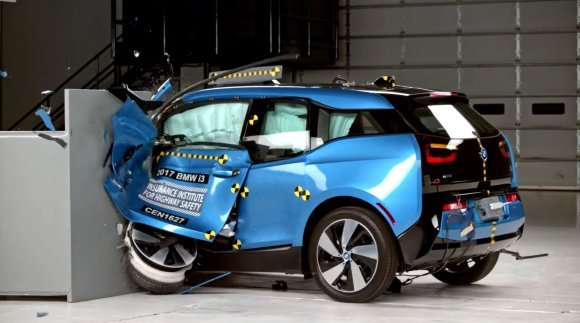 IIHS nuotr./BMW i3 testas