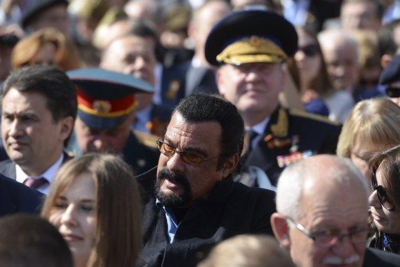 """""""Reuters""""/""""Scanpix"""" nuotr./Aktorius Stevenas Seagalas. Karinis paradas Maskvos Raudonojoje aikštėje 2015 m. gegužės 09 d."""