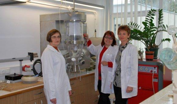 KTU nuotr./KTU mokslininkai sukure patentuotą ledo ir sniego tirpinimo mišinį