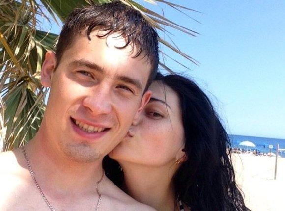 VK iliustr./Miręs keleivis Artiomas Čečikovas su žmona Jelena