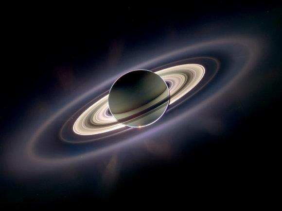 LEM iliustr./Vienoje įstabiausių Saturno nuotraukų – planetai uždengus Saulę, jos spinduliuose išryškėja žiedų struktūra./Nasa.gov.