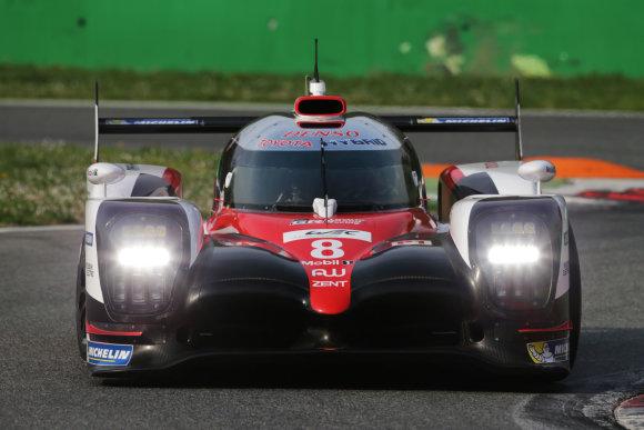 """TMG nuotr./""""Toyota Gazoo Racing"""" komanda Silverstouno trasoje lenktyniaus nauju hibridu"""
