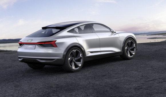 """Šanchajuje bus pristatytas elektra varomas """"Audi e tron Sportback"""""""