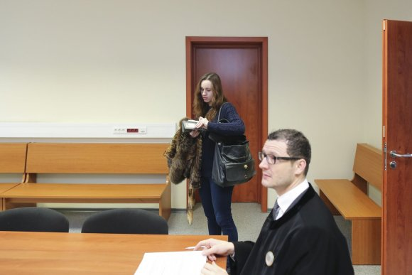 Irmanto Gelūno/15min.lt nuotr./Teisme teisybės ieškantis Soliaris neatvyko, liudijo jo draugė