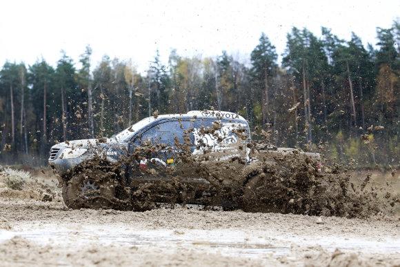 Irmanto Gelūno / 15min nuotr./Benediktas Vanagas karjere išbandė Dakaro automobilį.