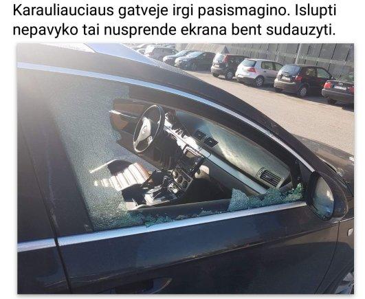 """Atvaizdas iš Pilaitės bendruomenės """"Facebook""""/Išplėštas automobilis"""