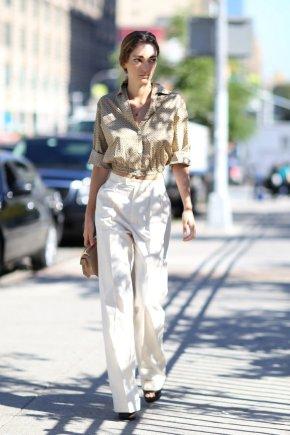 Vida Press nuotr./Gatvės stilius: deriniai su baltomis kelnėmis