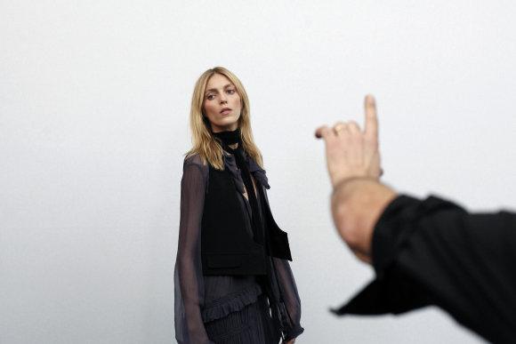"""Scanpix""/AP nuotr./Modelis pozuoja fotografams"