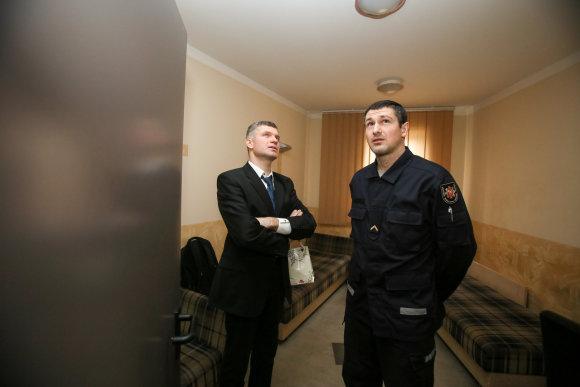 Eriko Ovčarenko/15min.lt nuotr./Kaunietis dėkojo ugniagesiams