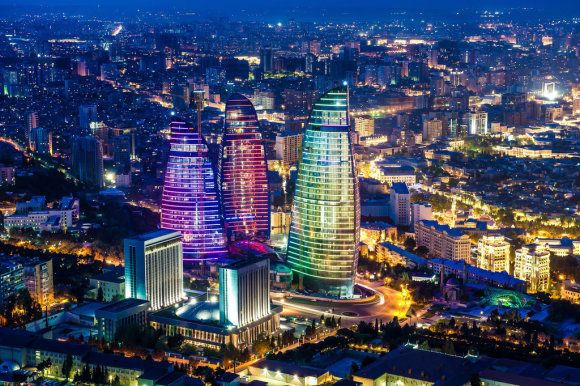 Kelioniuakademija.lt nuotr./Baku ugnies bokštai