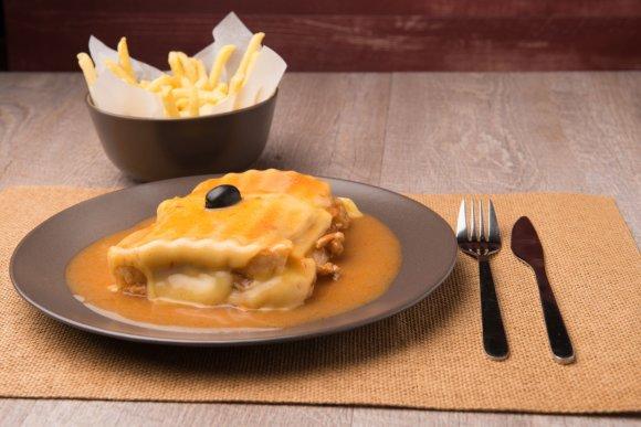 123rf.com nuotr./Francesinha arba prancūzaitė sumuštinis