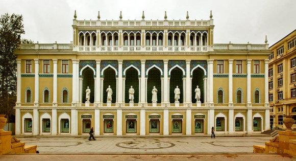 Kelioniuakademija.lt nuotr./Nizami muziejaus fasadas