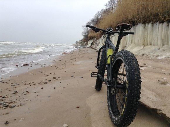 Asmeninio archyvo nuotr./Klaipėdietis Remigijus Balandis leidosi į kelionę dviračiu apledijusiu Lietuvos pajūriu.