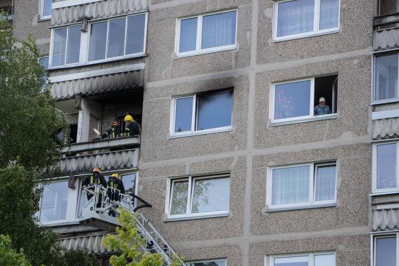 Viliaus Jurgelevičiaus nuotr./Vilniuje, Justiniškėse, daugiabučio bute kilo gaisras.
