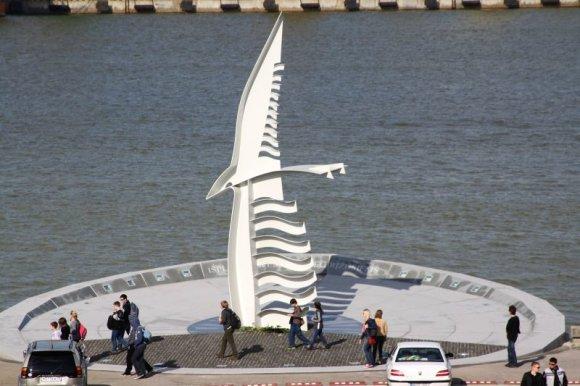 """Jurgitos Andriejauskaitės/15min.lt nuotr./Jūroje žuvusiems jūrininkams ir nuskendusiems laivams paminklas """"Albatrosas""""."""