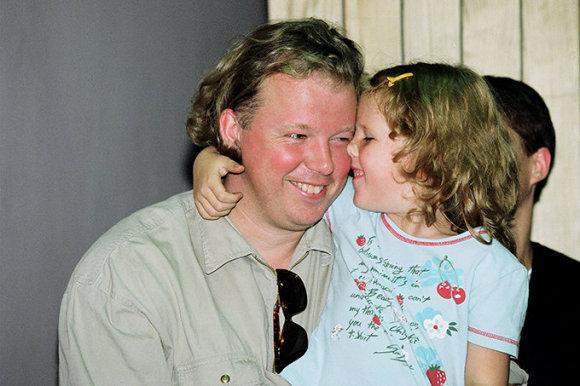 Alfredo Pliadžio nuotr./Vytaras Radzevičius su dukra Auguste (1999 m.)