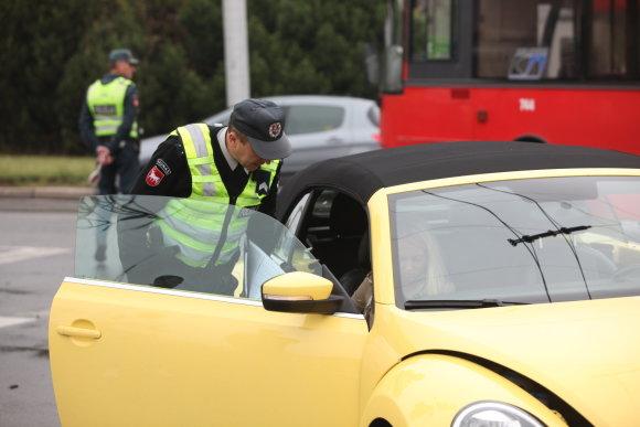 """Žmonės.lt nuotr./Eglės Straleckaitės """"Volkswagen Beetle"""" pateko į avariją"""