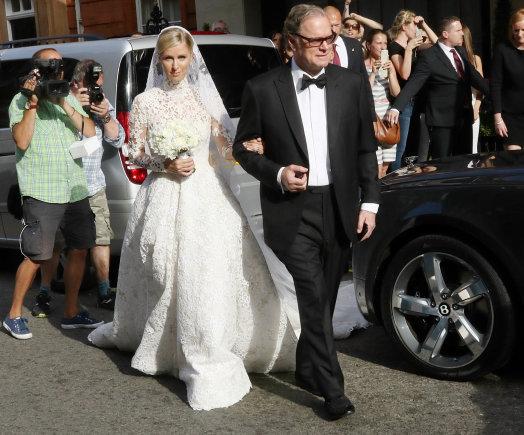 """""""Scanpix"""" nuotr./Nicky Hilton ir jos tėvas Richardas Hiltonas"""