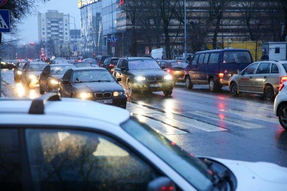 Juliaus Kalinsko / 15min nuotr./Kalėdinės transporto spūstys Vilniuje