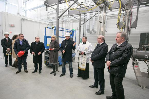 Juliaus Kalinsko/15min.lt nuotr./Plungėje atidarytas džiūvėsių fabrikas