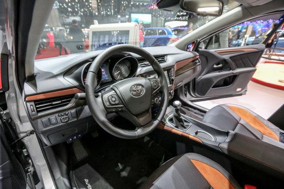 """Juliaus Kalinsko/15min.lt nuotr./""""Toyota Avensis"""""""