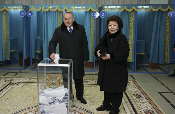 """""""Reuters""""/""""Scanpix"""" nuotr./Nursultanas Nazarbajevas su žmona Sara"""