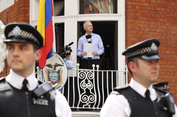 """""""Reuters""""/""""Scanpix"""" nuotr./""""WikiLeaks"""" įkūrėjas Julianas Assange'as Londone"""