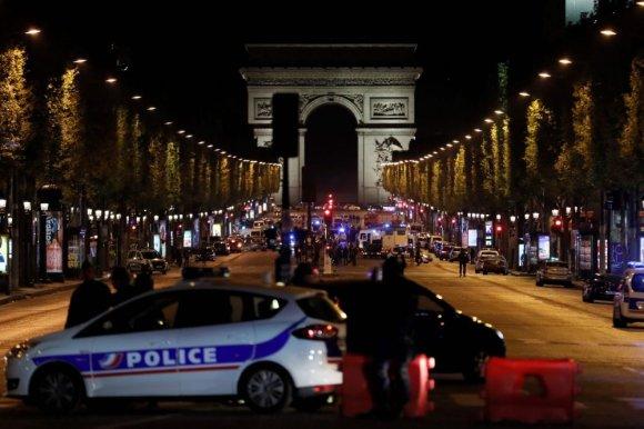 """AFP/""""Scanpix"""" nuotr./Paryžiuje aidėjo šūviai"""